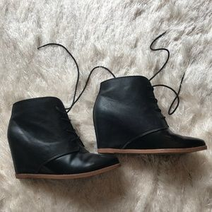 DV | Black Wedges